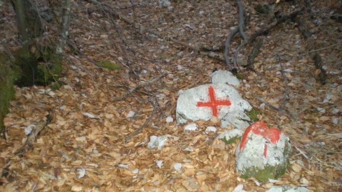 ...su ogni sasso una croce..