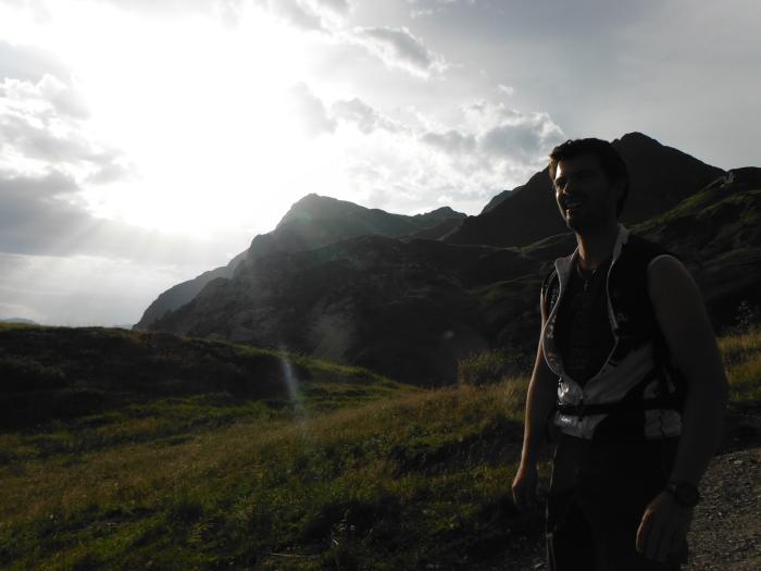 VErso il passo di Pramosio con la Creta di Timau sullo sfondo