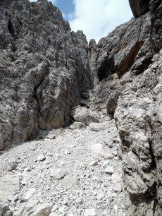 Precarietà sotto alla forca dell'Alpino